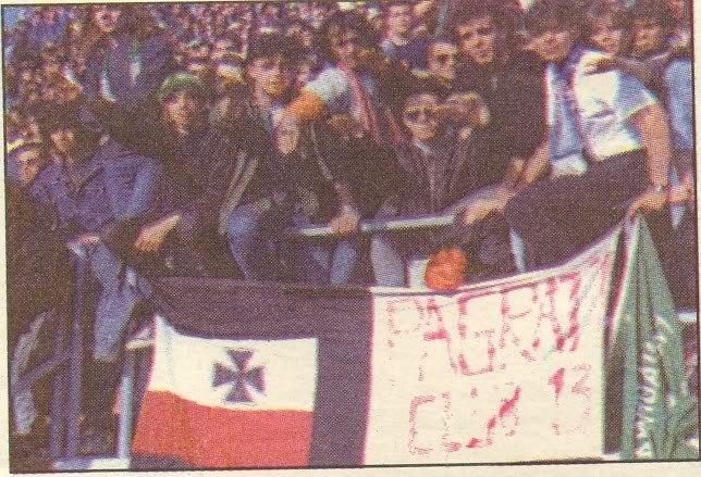Οπαδοί ΠΑΟ, Παγκράτι Club 13, Παναθηναϊκός, με κελτικό σταυρό.