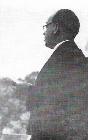 Ο δωσίλογος Ιωάννης Πασαδάκης σε ομιλία του στα Χανιά, Ιούνιος 1944