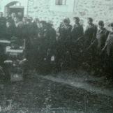 1949-xx-xx - Φλώρινα Κηδεία του μαχητή του ΔΣΕ-02 - Το φέρετρο του νεκρού με τιμητική φρουρά μαχητών - 20160708_020042
