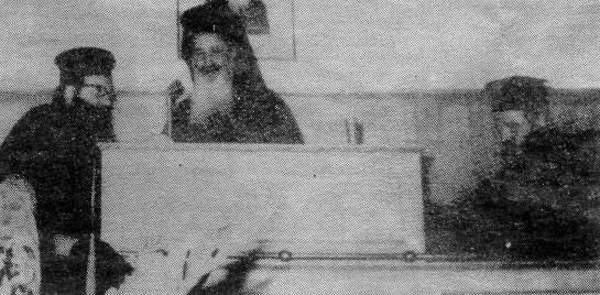 1969: Διαρκής Ιερά Σύνοδος: Ο Χριστόδουλος Παρασκευαΐδης κρατάει τη ράβδο του Ιερώνυμου Κοτσώνη ενώ ο Ανθιμος Ρούσσος φέρνει τα νερά (Από εφημερίδα Ποντίκι, 08/05/1987)