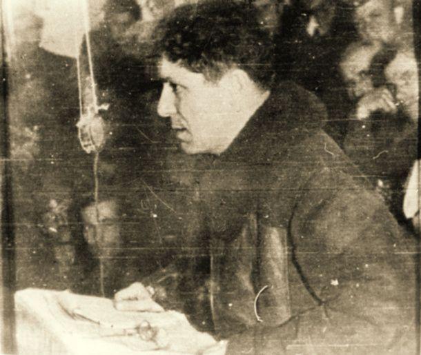 1949, Ο Νίκος Ζαχαριάδης στη σπηλιά των Πρεσπών στο Βίτσι.