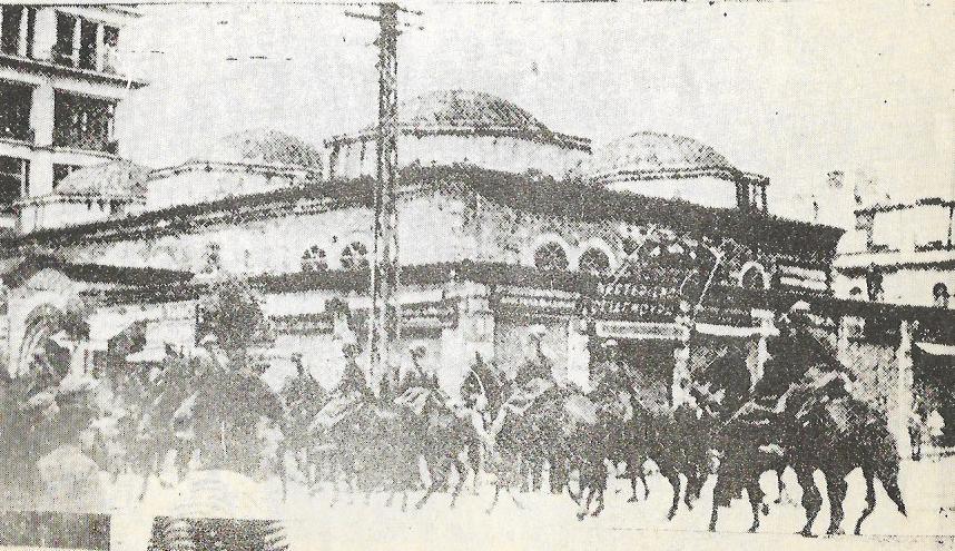 10/05/1936: Θεσσαλονίκη, Απεργία Καπνεργατών, Η έφιππη χωροφυλακή χτυπά τους απεργούς.