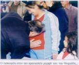 2005-01-01-BHMagazino-Ψωμιάδης φιλάει έγκυο