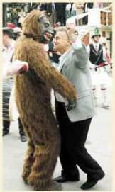 2005-01-08-ΒΗΜΑ-Ψωμιάδης με αρκούδα