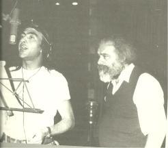 Νίκος Παπάζογλου και Μανώλης Ρασούλης στην ηχογράφηση του δίσκου 'Πότε Βούδας Πότε Κούδας'.