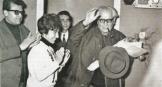 Φωτογραφία από Αρχεία EMIAN (αρχείο Αριστείδη Μανωλάκου): Από την έναρξη των εργασιών της 5ης Συνόδου του Κ.Σ. της Δημοκρατικής Νεολαίας Λαμπράκη, 25-26 Φεβρουαρίου 1967. Διακρίνονται (από δεξιά προς τα αριστερά) Οι Ιωάννης Πασαλίδης, Ελένη Παπαδοπούλου, Χρήστος Ρεκλείτης και Αριστείδης Μανωλάκος (πίσω).