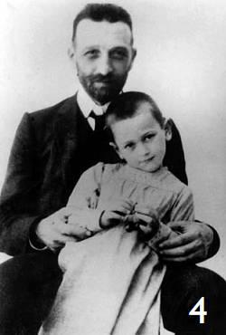 Παναγιώτης Κανελλόπουλος, 1909, στα πόδια του Δημήτριου Γούναρη.