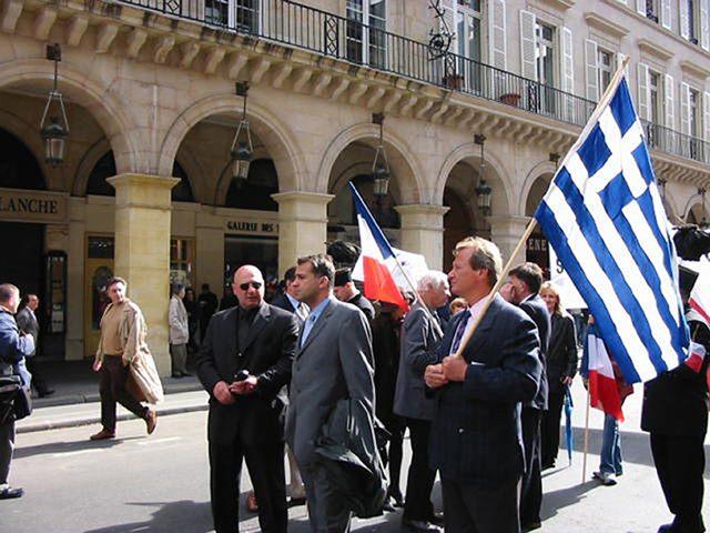 Ο φέρων την σημαία ονομάζεται Μιλτιάδης Κρεμμυδας
