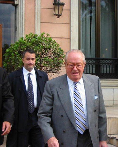 Ο πρόεδρος του γαλλικού 'Εθνικού Μετώπου' με τον πρόεδρο του ελληνικού 'Εθνικού Μετώπου'.