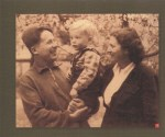 1953-04-27-Νίκος Ζαχαριάδης + Ρούλα Κουκούλου και το γιο τους Σήφη (27 Απριλίου1953)