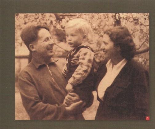 Ο Νίκος Ζαχαριάδης, η Ρούλα Κουκούλου και ο γιος τους Σήφης, 27 Απριλίου 1953