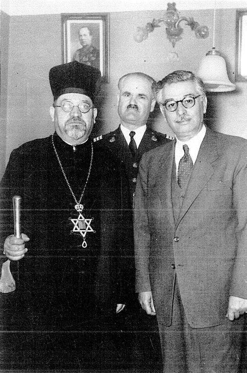 Βράβευση του Αγγελου Εβερτ από το Yad Vashem, 15/07/1970 στην Αθήνα, στην αίθουσα της Αρχαιολογικής Εταιρείας, μαζί με τους αξιωματικούς της Αστυνομίας Βρανόπουλο, (αείμνηστο) Γλύκα και (αείμνηστο) Βλαστάρη. Παρουσία του Ιωσήφ Λόβιγγερ, του Ραββίνου και του Διπλωματικού Εκπροσώπου του Ισραήλ ονομάστηκαν 'Δίκαιοι των Εθνών'.