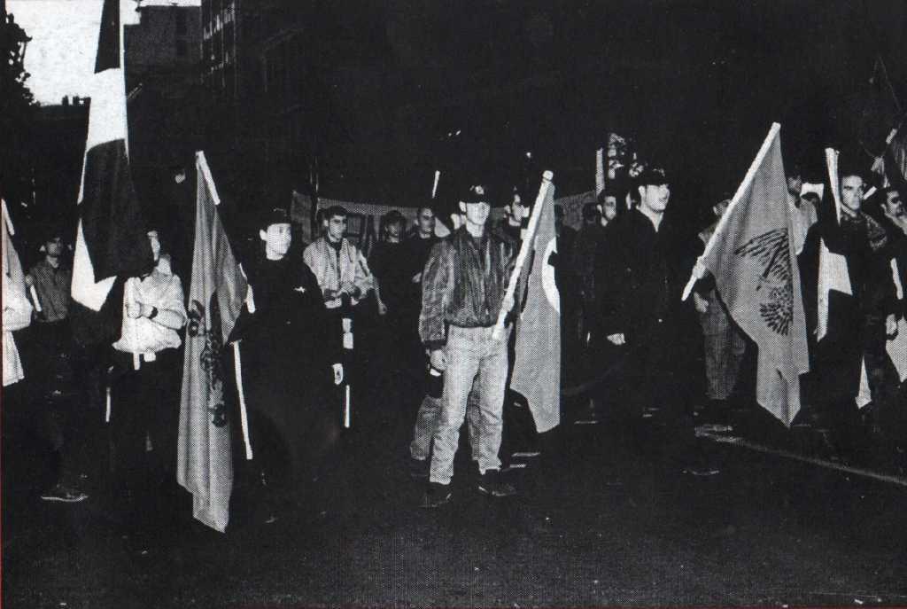 1998-05-01 - Χρυσοί Αετοί σε παράταξε Εθνικιστική Πρωτομαγιά - Crop - ΑΝΤΕΠΙΘΕΣΗ, Α.Τ. 01, 12-1998, σελ. 16