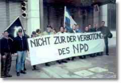 2000-xx-xx - Αθήνα Γερμανική Πρεσβεία - Η Χρυσή Αυγή διαδηλώνει ενάντια στην απαγόρευση του NPD-02 - demonstration_in_griechenland_-_gegen_ein_verbot_der_npd-a