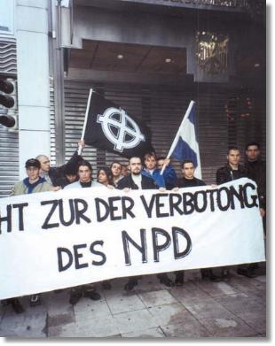 2000-xx-xx - Αθήνα Γερμανική Πρεσβεία - Η Χρυσή Αυγή διαδηλώνει ενάντια στην απαγόρευση του NPD-01 - demonstration_in_griechenland_-_gegen_ein_verbot_der_npd-b