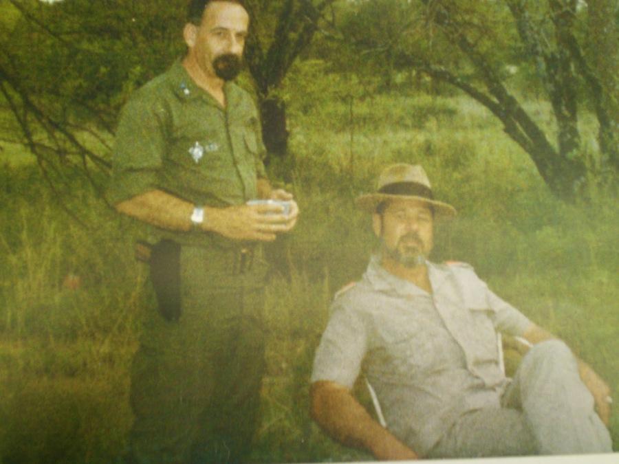 Δεκαετία 1980, Νότια Αφρική. Ο Ιωάννης Γιαννόπουλος και ο Eugene Terre Blanche (1941-2010), αρχηγός του AWB Κίνημα Αντίστασης των Αφρικάνερ.