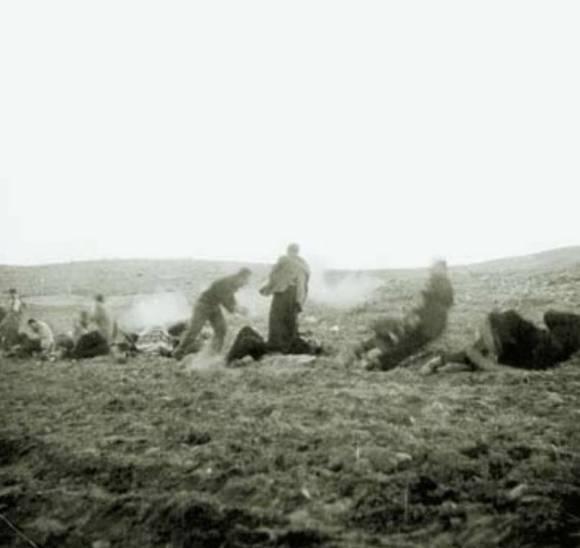 Η στιγμή της εκτέλεσης. Θεσσαλονίκη, 1947, Γεντί Κουλέ Επταπύργιο: Εκτέλεση αριστερών. Η στιγμή των πυροβολισμών.