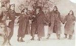 1948, Αντάρτες και Αντάρτισσες του ΔΣΕ χορεύουν.