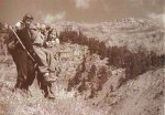1948-xx-xx – Μεταφορά τραυματία από αντάρτισσες – antartes_new8_max