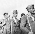 1948-xx-xx – Νεαροί αντάρτες του ΔΣΕ σε παράταξη –1neb60b