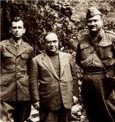 1949-xx-xx - Τα ηγετικά στελέχη του ΚΚΕ Πέτρος Ρούσος (αριστερά), Γιάννης Ιωαννίδης (μέσον) και Βασίλης Μπαρτζιώτας σε φωτογραφία τους κατά την περίοδο του εμφυλίου πολέμου