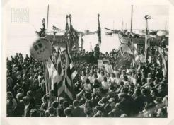1944-10-30-Θεσσαλονίκη Λιμάνι - Παρέλαση μαθητριών + Πλήθος ΕΑΜικού κόσμου