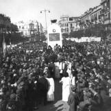 Στις 31/10/1944: Θεσσαλονίκη , Πλατεία Αγίας Σοφίας, Εορτασμός της Απελευθέρωσης. Το Κενοτάφιο που φαίνεται εντός ολίγου θα κατστραφεί από εθνικόφρονες.
