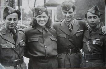 Η δεύτερη αντιπροσωπεία τον Ιούνιο 1949. Δεύτερος από δεξιά ο Γρηγόρης Φαράκος.