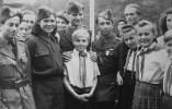 Στο Πότσνταμ τον Ιούνιο 1949: φωτογράφιση με Γερμανούς νεολαίους. Στη μέση ο Γρηγόρης Φαράκος.