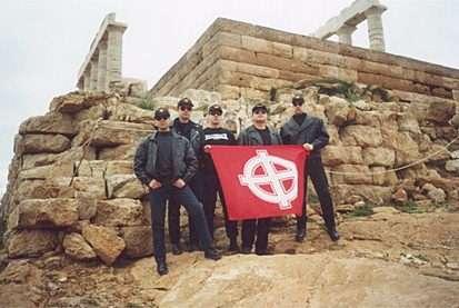 Γιώργος Μάστορας, 2ος από αριστερά