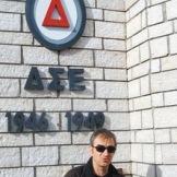 Φωτογραφία από το ίντερνετ. Στο μνημείο του ΔΣΕ.