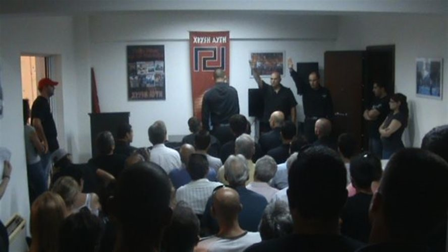 Γραφεία Χρυσής Αυγής, Ορκωμοσία νέων μελών, Ναζιστικοί χαιρετισμοί παρουσία Μιχαλολιάκου, Γερμενή, Μάστορα, Ιούλιος 2011.