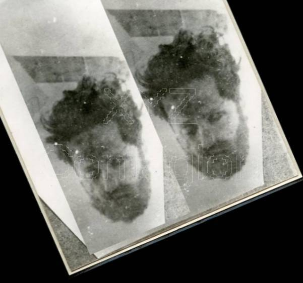Το κομμένο κεφάλι του Αρη Βελουχιώτη. Φαίνεται και το οριζόντιο δοκάρι του φανοστάτη
