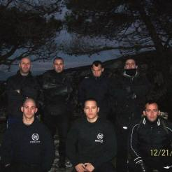 21 Δεκεμβρίου 2012, Πάρνηθα, Κασιδιάρης, Φουντούλης και άλλοι μυημένοι της Χρυσής Αυγής γιορτάζουν το Χειμερινό Ηλιοστάσιο και ξεδιπλώνουν τη σβάστικα.