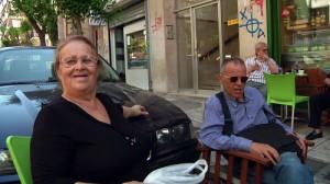 """Ο Πλωμαρίτης και η μητέρα του, σπό το ντοκιμαντέρ του Κώστα Γεωργούση (Φωτογραφία από το άρθρο του """"Ιού"""" στην Εφημερίδα των Συντακτών, 23/09/2013)"""