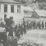 Πετρίλο - Αετόπουλα σε συσσίτιο στο χωριό Πετρίλο - Φωτογραφία Σπύρος Μελετζής