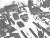 """Το οπλοστάσιο που βρέθηκε στην κατοχή της """"Οργάνωσης Εθνικής Αποκαταστάσεως"""" (ΟΕΑ) των Πρωτοπαππά, Παναγόπουλου, Παξινόπουλου κά."""