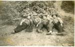 Μια μάλλον άγνωστη φωτογραφία των Χαλυβδόκρανων της ΕΕΕ στη Φλώρινα. Δεξιά, ο αρχηγός τους Γ. Κοσμίδης.
