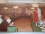 Ιδεολογική Συνδιάσκεψη ΕΝΕΠ εις ξενοδοχείο Κάραβελ, 1978. Ομιλητής Ιωάννης Θεοδωρακόπουλος, Ιδιοκτήτης Κάραβελ