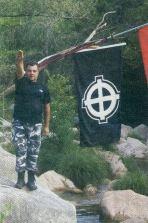 Γιώργος Ρουπακιάς χαιρετά ναζιστικά στην κατασκήνωση στον ποταμό Νέδα - 6241a9d20bb3219bfa0c918334d75a07