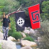Γεώργιος Ρουπακιάς - Χαιρετάει ναζιστικά στην κατασκήνωση των χρυσαυγιτών της Νίκαιας στη Νέδα (φωτογραφία από τη δικογραφία)