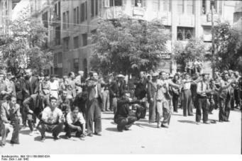 1942-07-11-Θεσσαλονίκη Πλατεία Ελευθερίας Εβραίοι σε γυμνάσια-07
