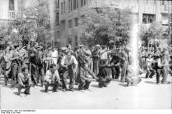 1942-07-11-Θεσσαλονίκη Πλατεία Ελευθερίας Εβραίοι σε γυμνάσια-08