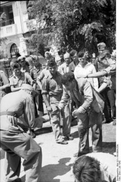 1942-07-11-Θεσσαλονίκη Πλατεία Ελευθερίας Εβραίοι σε γυμνάσια-09
