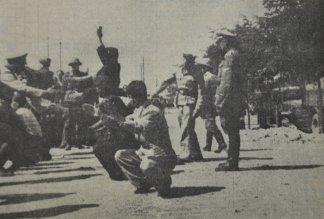 Από γερμανική προπαγανδιστική έκδοση: Πλατεία Ελευθερίας, 11/07/1942, Εβραίοι σε σκληρά και απάνθρωπα γυμνάσια.
