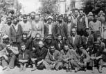 """Θεσσαλονίκη, 11 Ιουλίου 1942, το """"Μαύρο Σάββατο"""", Πλατεία Ελευθερίας. Εβραίοι άνδρες από την περιοχή του λιμανιού συγκεντρώνονται και προορίζονται να σταλθούν για καταναγκαστική εργασία."""