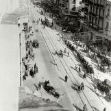 Θεσσαλονίκη, 09/04/1943: Φάλαγγα Εβραίων στην Εγνατία οδό κατά την μεταφορά τους στον Σιδηροδρομικό Σταθμό.