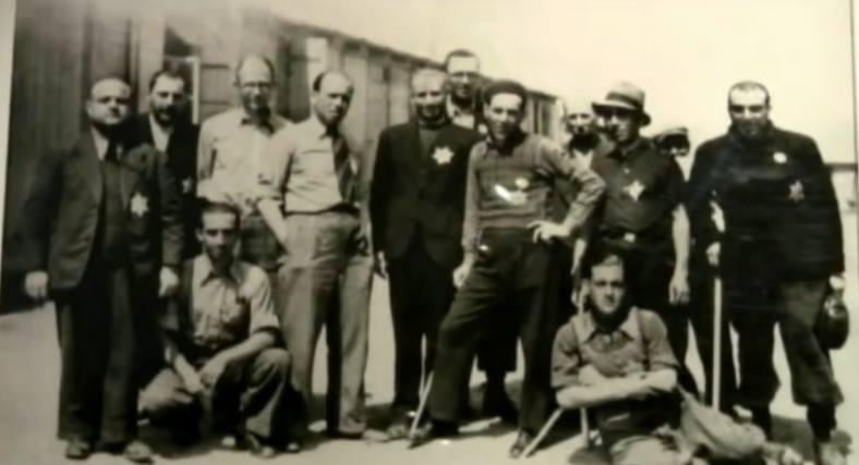 Θεσσαλονίκη, το γκέτο: Ελληνες Εβραίοι συγκεντρωμένοι με αστέρια στο στήθος.