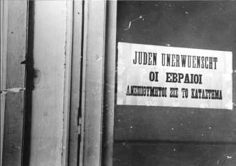 Αυτές οι πινακίδες εμφανίστηκαν σε εβραϊκά καταστήματα ήδη από τις 21 Απριλίου του 1941, μόλις 12 ημέρες μετά την κατάληψη της Θεσσαλονίκης απ' τους Γερμανούς.