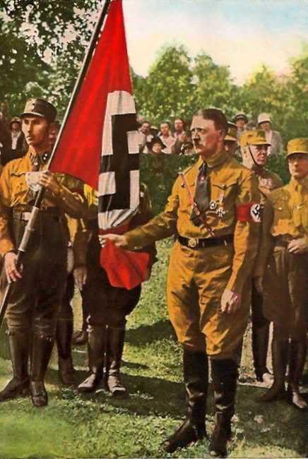 BlutFahne - Adolf Hitler holding the edge Oath - blutfahne-1